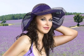 Depositphotos: Frau im Lavendelfeld